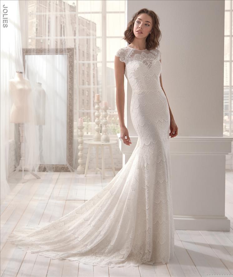 brud i lang brudekjole fra Fuhrmanns brudekjoler