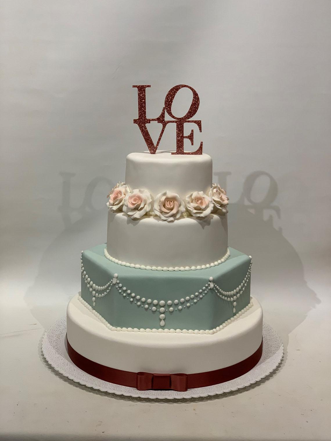Love bryllupskage