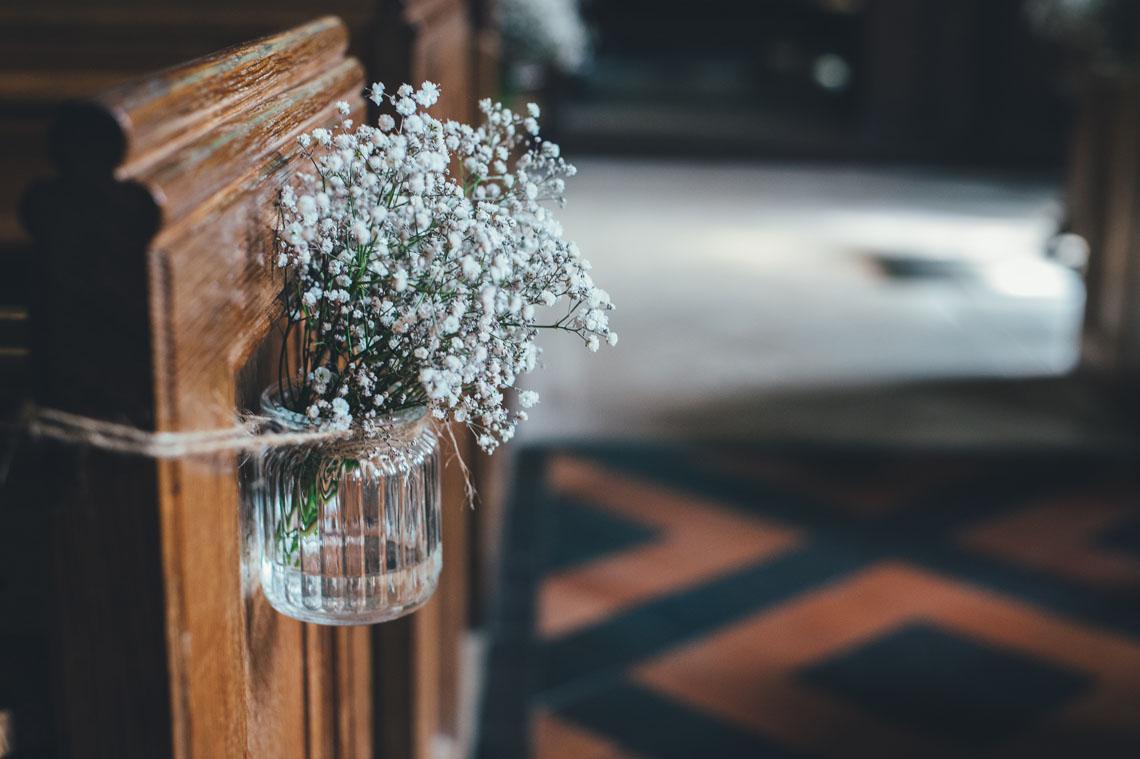 pynt i kirken med brudeslør