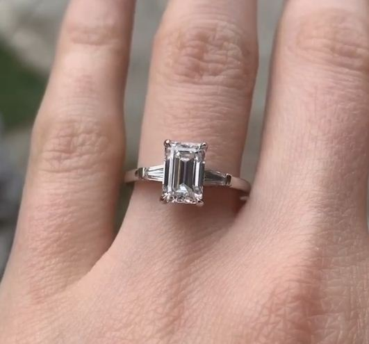 2.10 Ct VVS1 Solitaire Emerald Cut White Diamond Best Engagement Ring Solid 14k White Gold