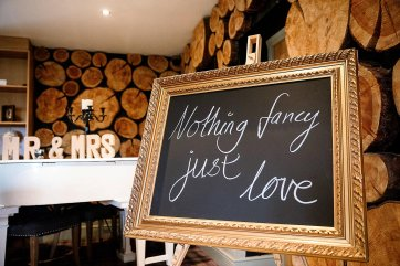 A Country Wedding at The New Hobbitt (c) Hayley Baxter Photography (3)