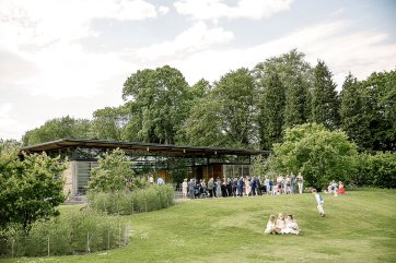 A Relaxed Spring Wedding at Broughton Hall (c) Hayley Baxter Photography (25)
