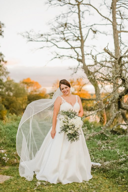 Stella York for a Romantic Wedding at Le Petit Chateau (c) Helen Russell Photography (48)