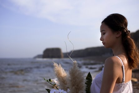 A Contemporary Coastal Bridal Shoot at Marsden Rock (c) Leanne Elizabeth Photography (6)