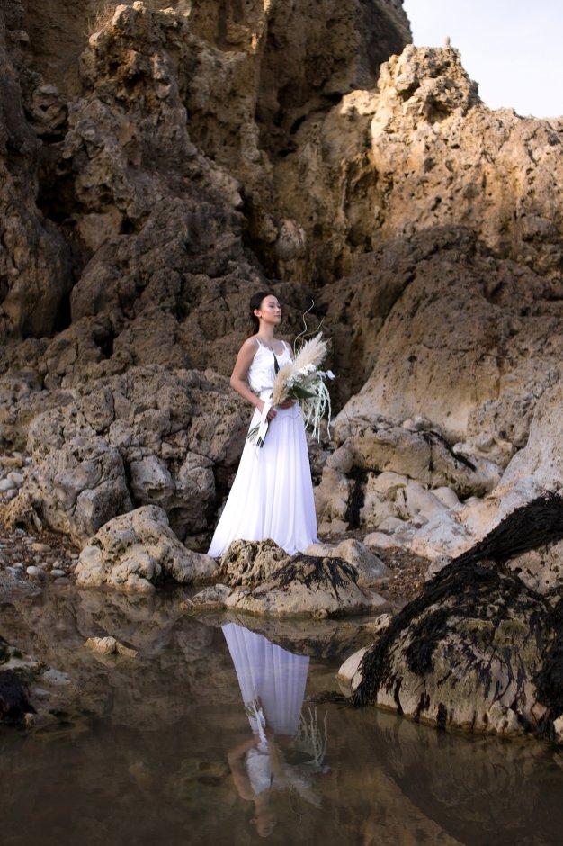 A Contemporary Coastal Bridal Shoot at Marsden Rock (c) Leanne Elizabeth Photography (9)