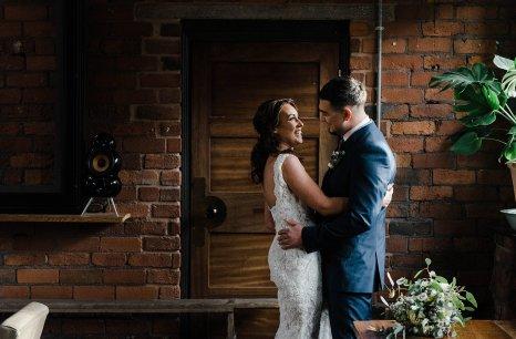 A Cool Styled Bridal Shoot at The Chimney House (c) Folega Photography (14)