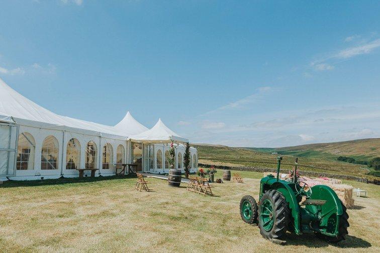 A Stylish Wedding in Yorkshire (c) Laura Calderwood Photography (11)
