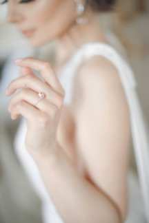 An Elegant Styled Bridal Shoot at Delamere Manor (c) Zehra Jagani (11)