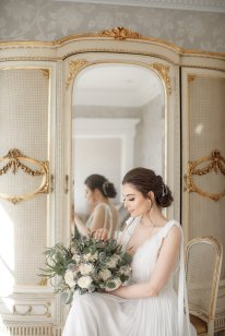 An Elegant Styled Bridal Shoot at Delamere Manor (c) Zehra Jagani (18)