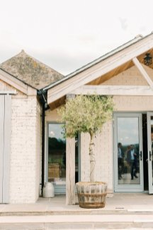 A Romantic Wedding at Eden Barn (c) Emma Pilkington (16)