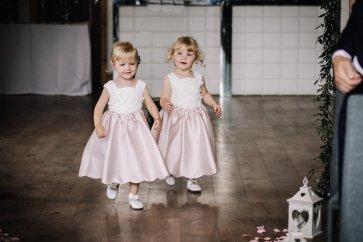 A Pretty Wedding at Holmfirth Vineyard (c) Glix Photography (10)