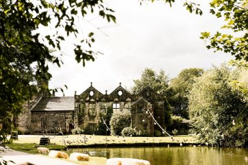 A Relaxed Wedding At East Riddlesden Hall (c) Hayley Baxter Photography (28)