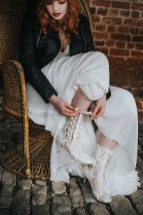 Chic Rock Styled Bridal Shoot (c) Marie Anson Photography (40)