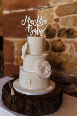 A Rustic Wedding at Three Hills Barn (c) Lauren McGuiness Photography (65)