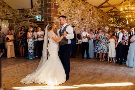 A Rustic Wedding at Three Hills Barn (c) Lauren McGuiness Photography (91)