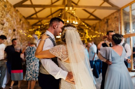 A Rustic Wedding at Three Hills Barn (c) Lauren McGuiness Photography (92)