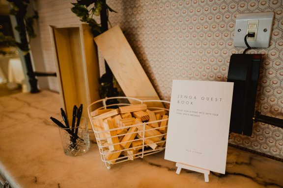 A Chic City Wedding at King Street Townhouse (c) Kate McCarthy (2)