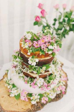 A Colourful Garden Wedding at Home (c) Lissa Alexandra Photography (15)