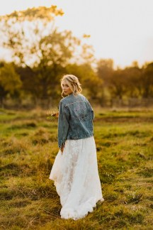 A Glowing Styled Bridal Shoot at Skipbridge Country Weddings (c) Freya Raby Photography & Kayleigh Ann Photography (40)