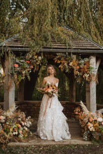 A Glowing Styled Bridal Shoot at Skipbridge Country Weddings (c) Freya Raby Photography & Kayleigh Ann Photography (9)