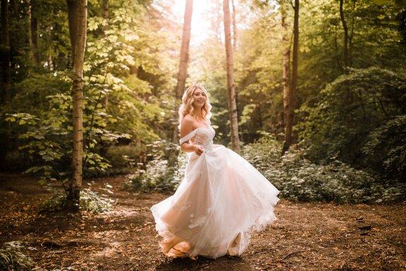 A Styled Woodland Wedding Shoot at Hazlewood Castle (c) Anna Beth Photography (15)