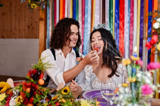 A Colourful Festival Wedding Shoot at The Wellbeing Farm (c) Jules Fortune Photography (10)