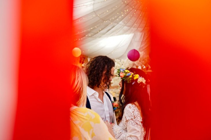 A Colourful Festival Wedding Shoot at The Wellbeing Farm (c) Jules Fortune Photography (12)