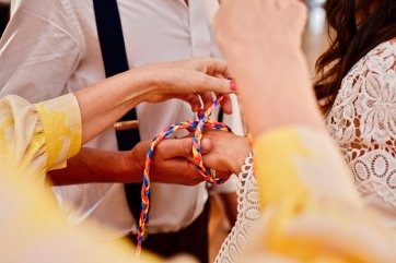 A Colourful Festival Wedding Shoot at The Wellbeing Farm (c) Jules Fortune Photography (13)