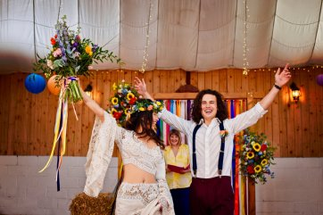 A Colourful Festival Wedding Shoot at The Wellbeing Farm (c) Jules Fortune Photography (14)