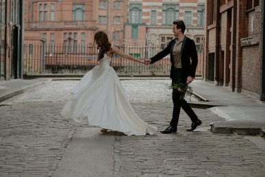 Cali Inspired City Wedding Shoot in Manchester (c) Emily Robinson Photography (4)