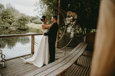 Luxe Rustic Wedding Shoot at The Grand Lodge at Oaklands (c) Louise Pollitt Photography (28)