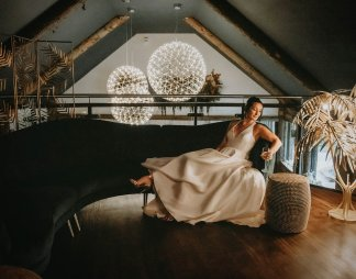 Luxe Rustic Wedding Shoot at The Grand Lodge at Oaklands (c) Louise Pollitt Photography (8)