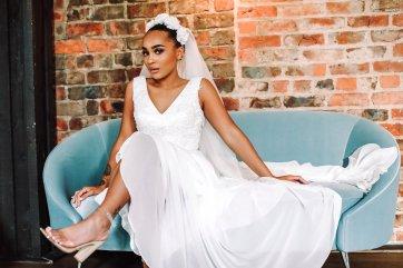 A Colourful Bridal Fashion Shoot at Deighton Lodge (c) Sasha Lee Photography (28)