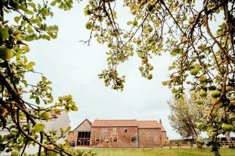 A Colourful Wedding at Barmbyfield Barns (c) Hamish Irvine Photographer (18)