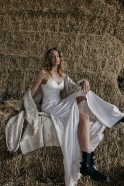 An Elopement Inspiration Shoot at Owen House Barn (c) Kellianne Newniss (24)