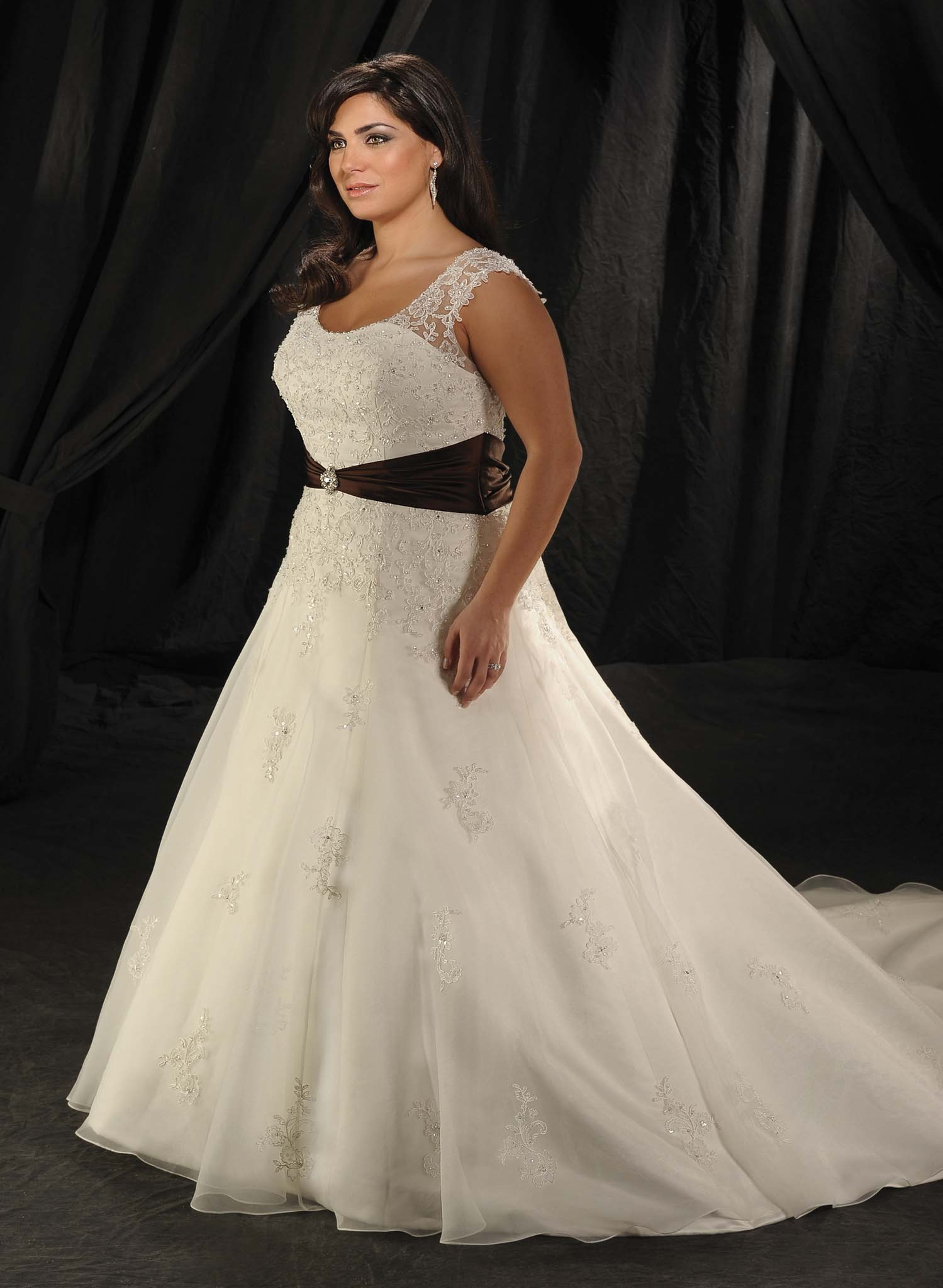 The Wedding Dress Guide For Full Figured Brides