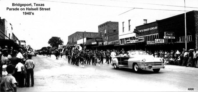 062HalsellStreetParade1940s