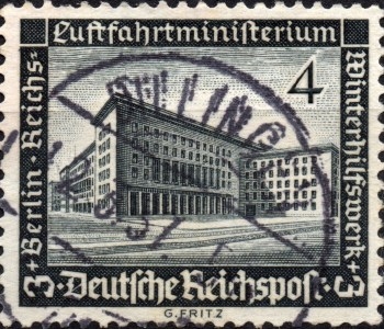 Scan:Briefmarke aus dem Deutschen Reich, 1936, in schwarz mit dem Motiv desReichs-Luftfahrtministeriums in Berlin. Zuschlagsmarke des Winterhilfswerks.