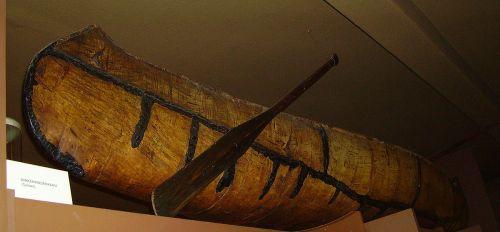 Canoe: Ein Birkenrindenkanu (im Karl May Museum in Radebeul) - Quelle: Wikipedia/Dellex [1]