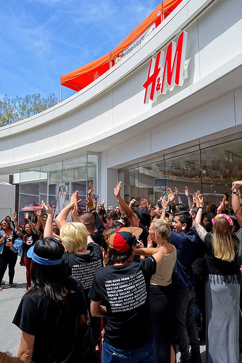 At exactly noon yesterday (when this picture was taken), cheers erupted celebrating the grand opening of the largest H&M in Southern California here in Downtown LA