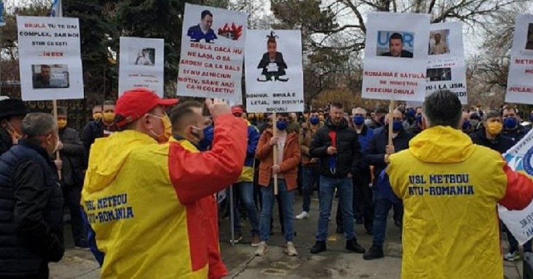 Romanian workers on a picket organised by the USLM union