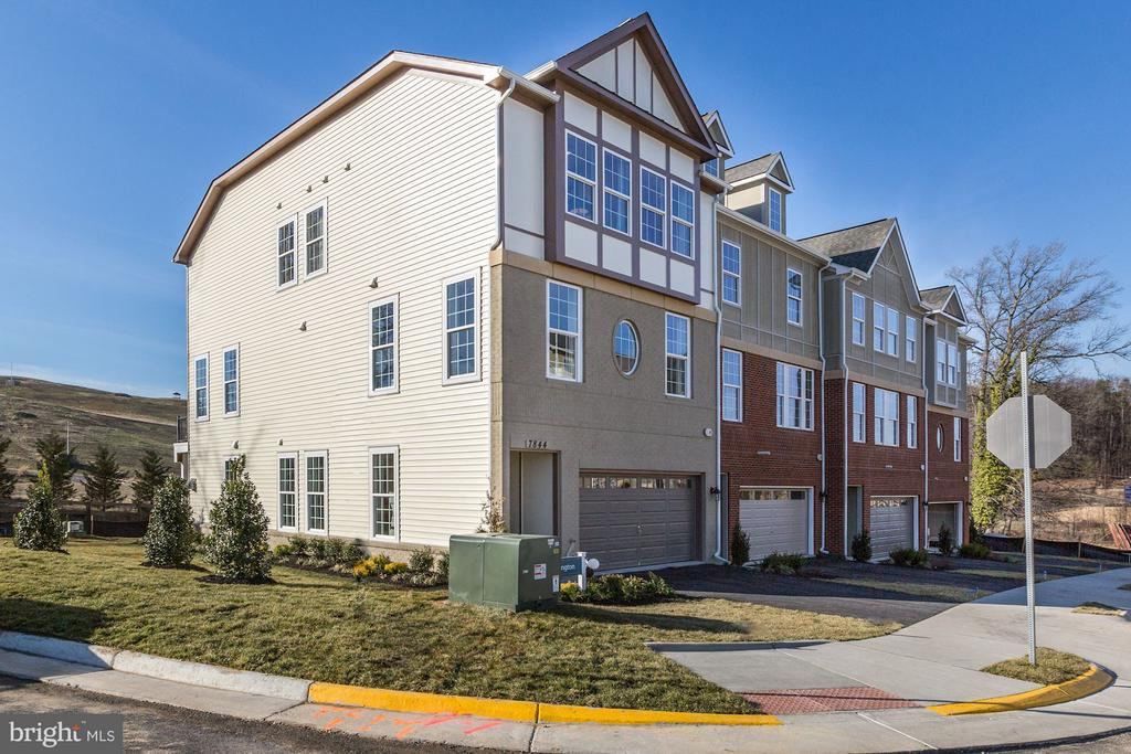 MODELS NOW OPEN 10AM-5PM! PRIVATE ELEVATOR! 55+ ACTIVE ADULT COMMUNITY! GORGEOUS BRAND NEW VAN METRE TOWNHOME W/ 2 CAR GARAGE. GOURMET KIT W/ SS APPLIANCES W/ WALK-IN PANTRY. HW FLOOR ON MAIN LVL. UPGRADED CERAMIC TILE IN ALL BATHS. GRANITE COUNTERTOPS IN KIT & ALL BATHS. MASTER SUITE W/ OPT TRAY CEILING. SHOWER & TUB IN MBA . OPTIONAL GAS FP IN LOWER LVL. PIGS OF MODEL, FLR PLANS & OPT WILL VARY.