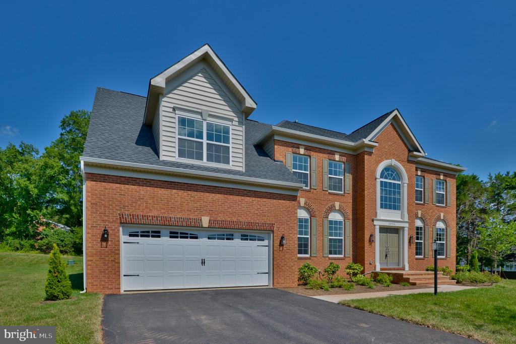 NEW CONSTRUCTION: BUCHANAN III: 5 BR 4.5 BA:FR w/Stacked Stone Gas FP, Upgraded Stainless Steel Appliance Package,Tray Ceiling in Dining Room w/Walk-in Bay Window, Cathedral Ceiling in MBA, Walkout Basement w/Rec Room & Full Bath, *Photo Similar to Home Being Built*
