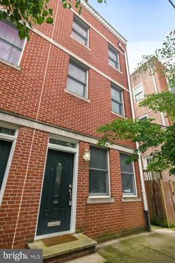 Property for sale at 222 Carpenter St, Philadelphia,  Pennsylvania 19147