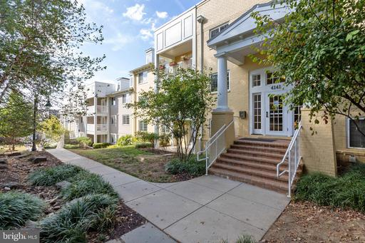 Property for sale at 4141 S Four Mile Run Dr #402, Arlington,  Virginia 22204