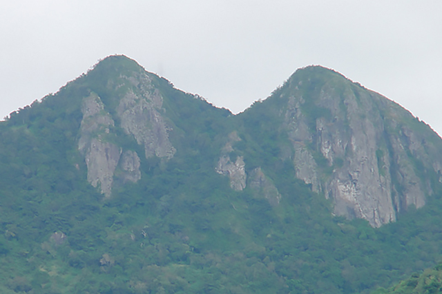 Cerro-Las-Tetas_LARGE