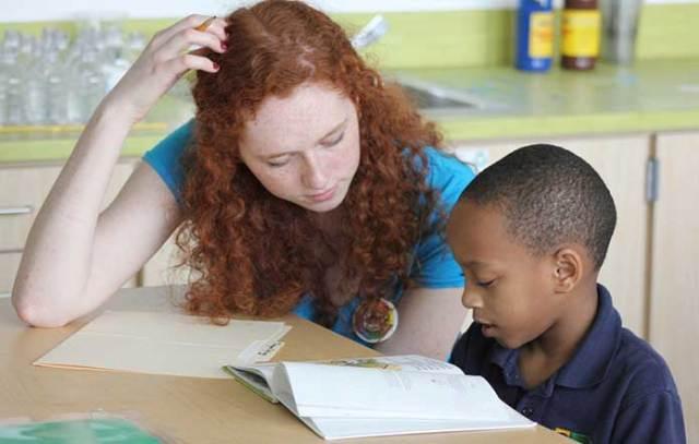 volunteer-reading