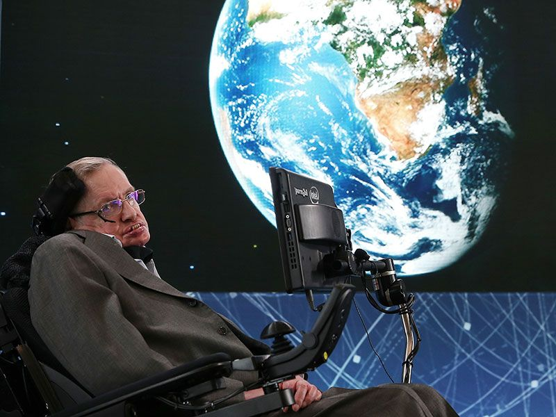 Stephen Hawking will travel to space on board Virgin Galactic
