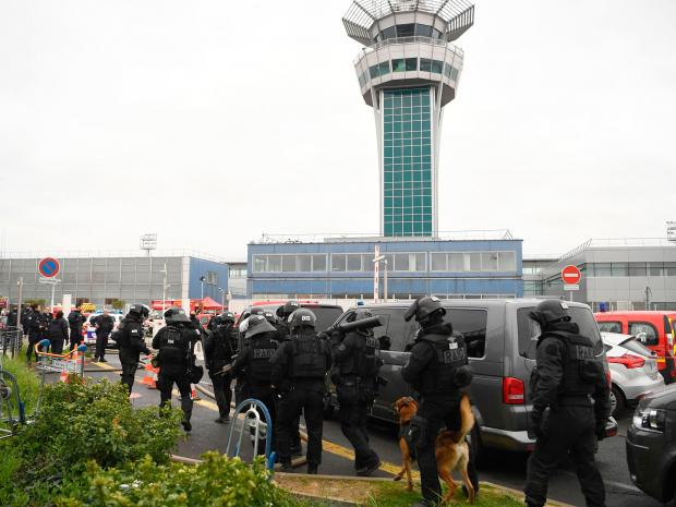 Shooting at Paris Orly Airport after man steals a soldier's gun