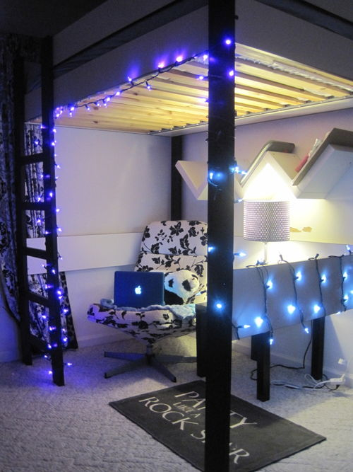 6 Great Ways To Decorate Your Dorm Room With Lights
